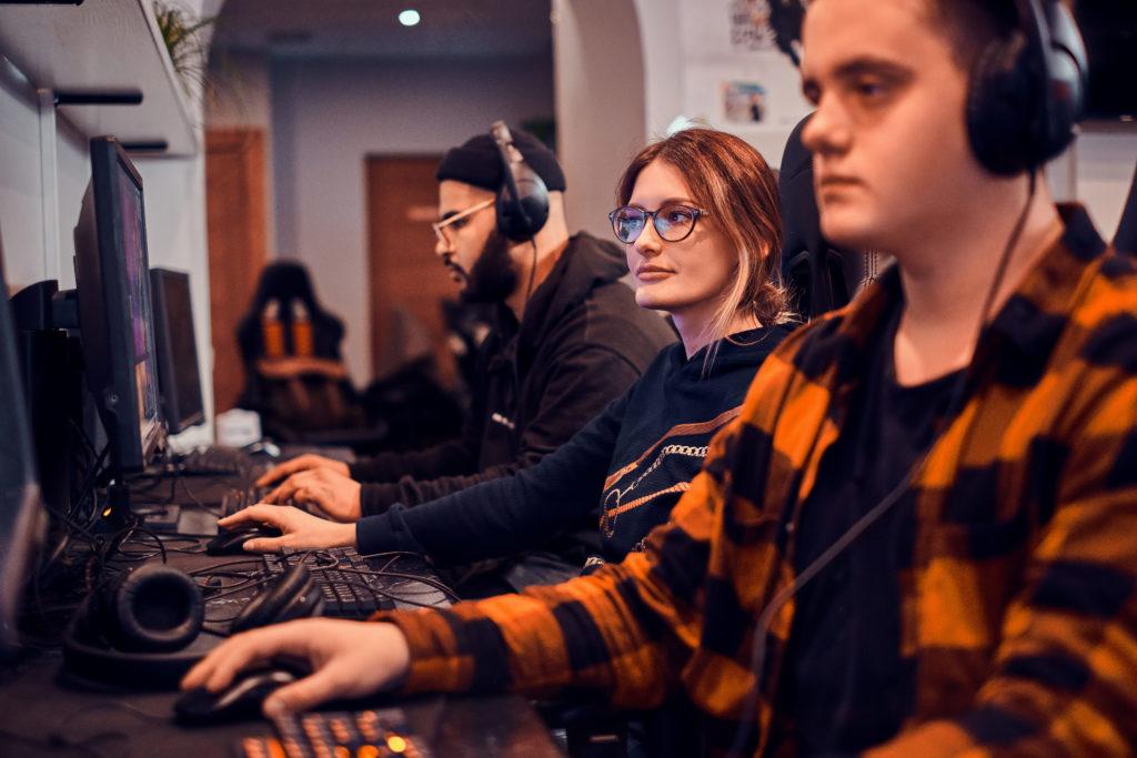 Tired Gamers Are Playing Videogames E4jwff7 (1) - RA Soluções Corporativas | Contabilidade no Rio de Janeiro e para todo o Brasil